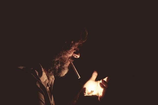 zapalování cigarety