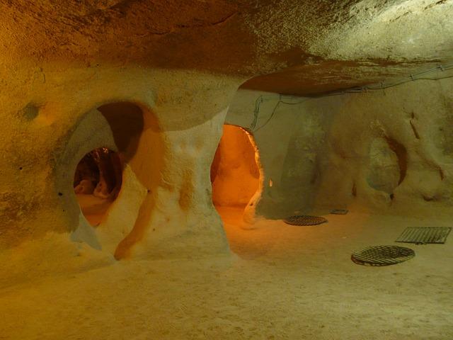 tunely v jeskyni
