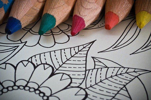 omalovánky a pastelky