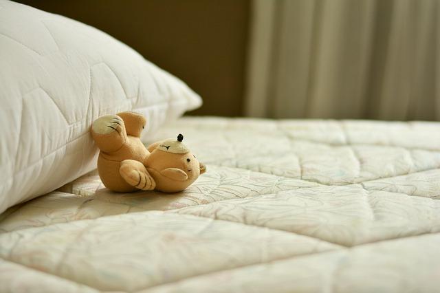 méďa na posteli.jpg