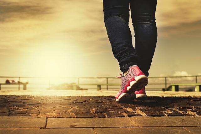 chůze v růžových botách