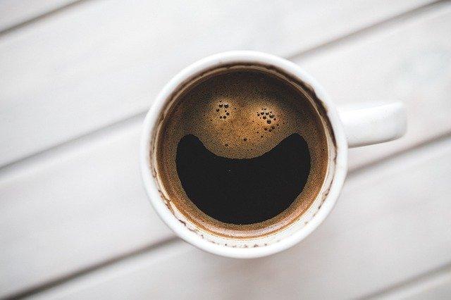 Hrnek s kávou.jpg