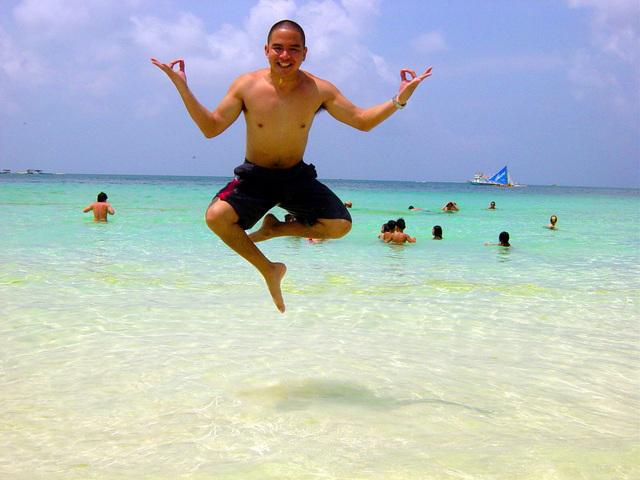 skákání na pláži
